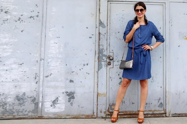 trendy, novamoda style, Novamoda streetstyle, novamoda stylizacje, lato, sukeinka, lata 70-te, sukienki, street style, w jej stylu, kobiety, błękitna sukienka, uashmama