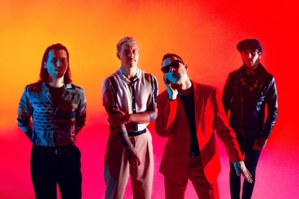 """Bloodhype est de retour avec le single """"Violent Heart"""" et change de registre."""