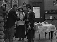"Кадр из фильма Чарли Чаплина ""Бродяга"" / The Tramp (1915) - 5"