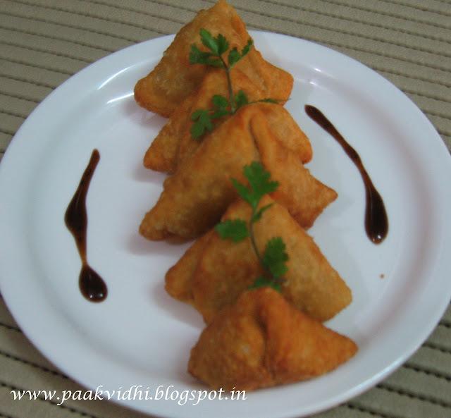 http://paakvidhi.blogspot.in/2014/03/pithi-samosaurad-dal-samosas.html