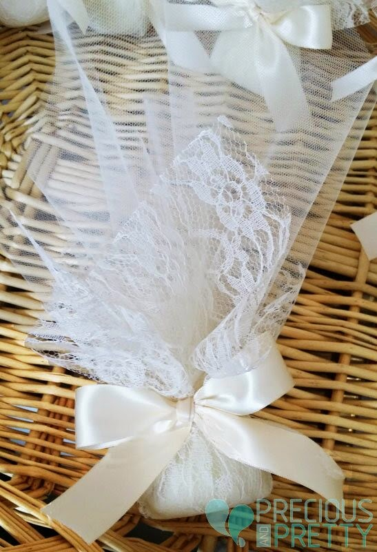 Wedding favors with lace