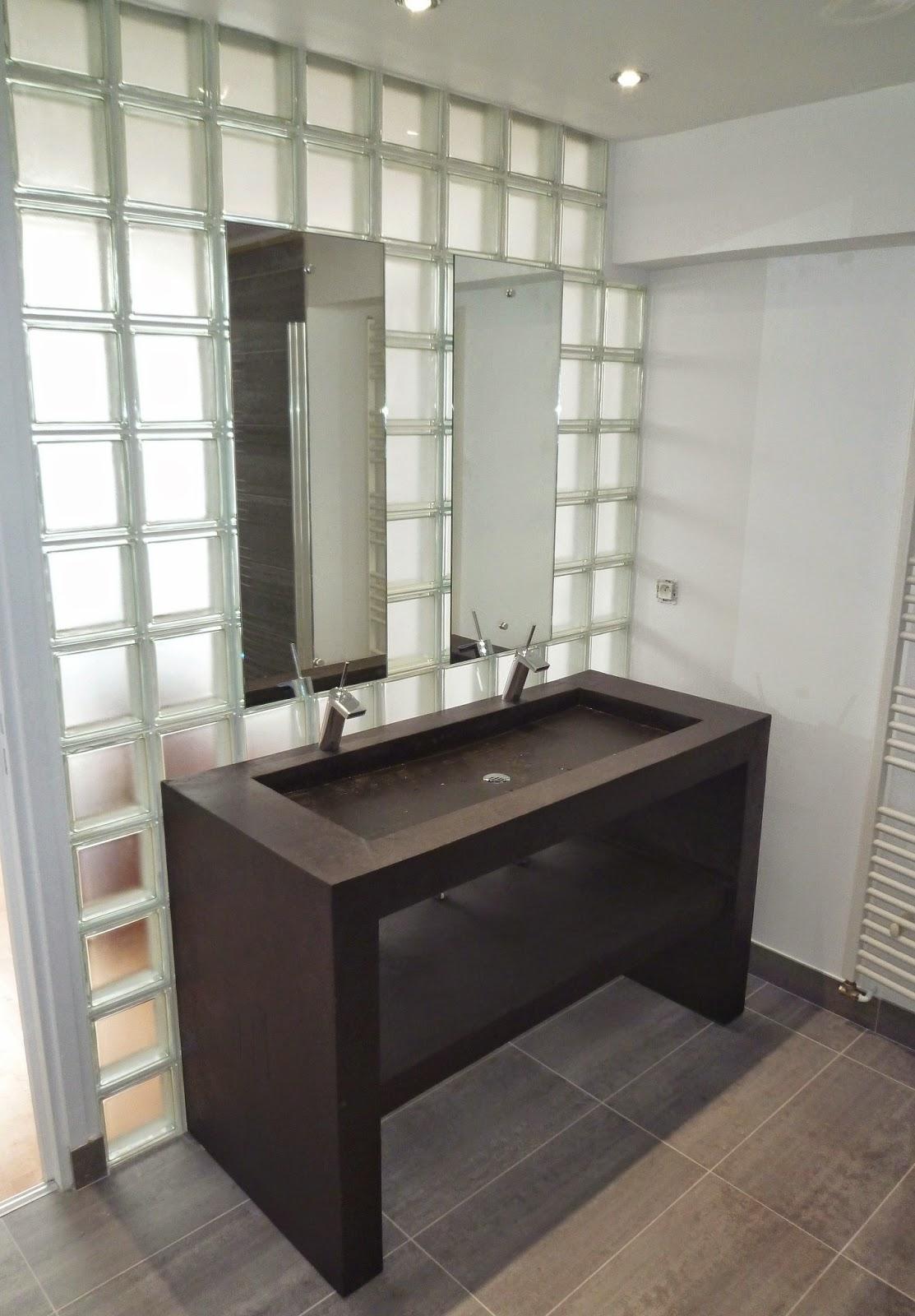 meuble salle de bain fait maison fabulous salle de bain d coration retro emilie parizot. Black Bedroom Furniture Sets. Home Design Ideas