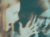 Kenali Penyebab dan Cara Perawatan Gangguan Identitas Disosiatif!