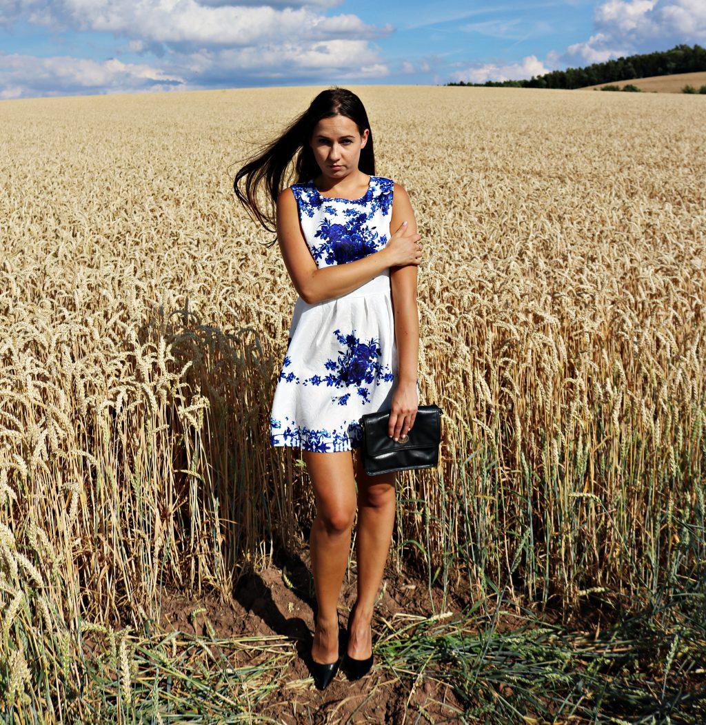 BIAŁA SUKIENKA W NIEBIESKIE KWIATY /  Sleeveless Blue Rose Dress ZAFUL.com