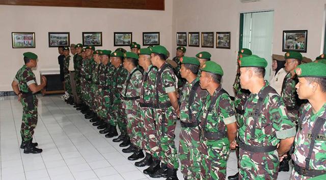 Hujan Bukan Halangan Anggota TNI dan ASN Kodim 0703/Cilacap Melaksanakan Apel Pagi