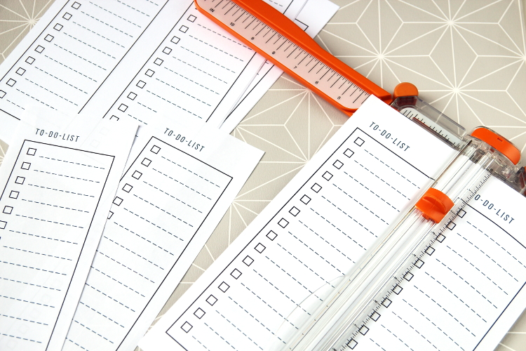 CUTTING FREE PRINTABLE TO-DO LIST NOTEPAD.