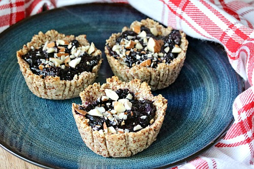 Blueberry Maple Tarts- If you like fresh blueberries, then you'll love these delicious blueberry maple tarts! They're easy to put together, and healthy! | dessert, baking, recipe, refined sugar free, gluten free, treat, fresh fruit