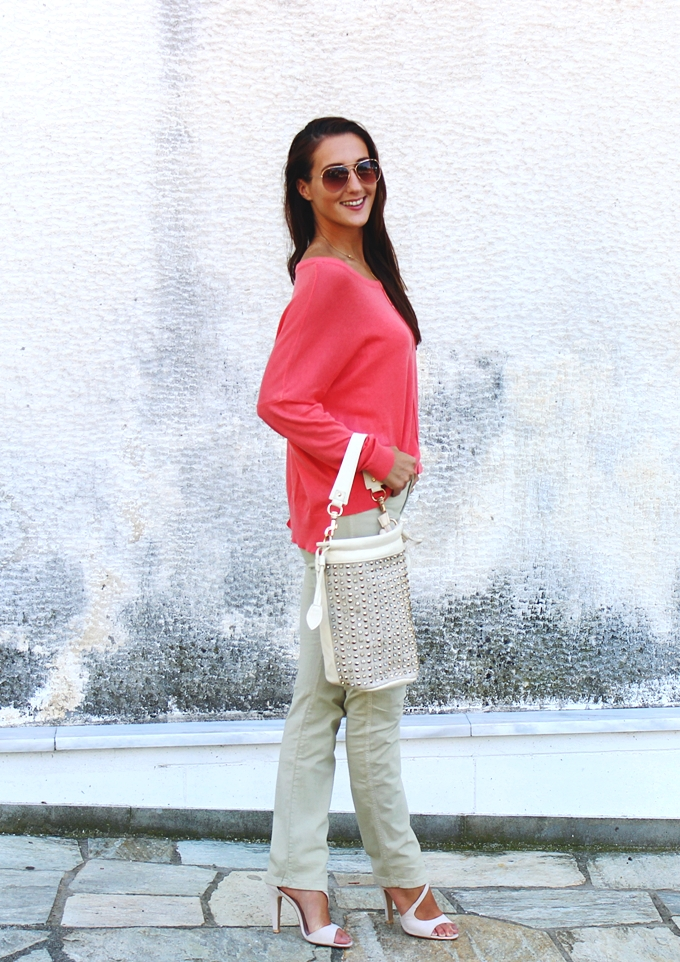 Stradivarius coral sweater.Voi&Noi beige sandals.Studded beige bag.H&M rose gold sunglasses.Koralni dzemper.
