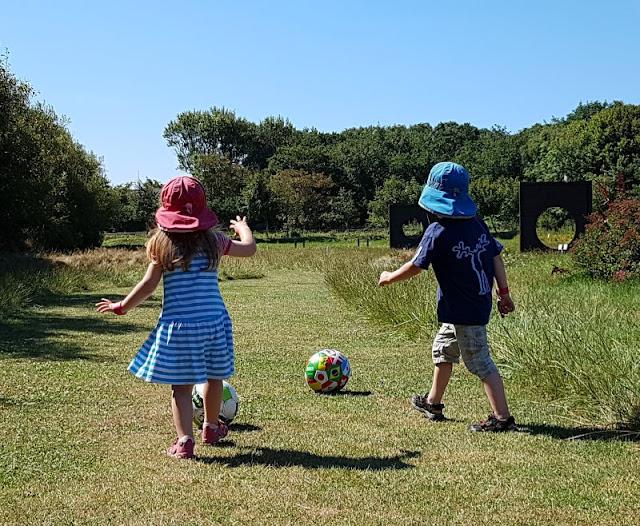 {Werbung} Familien-Abenteuer und Attraktionen rund um Søndervig erleben: Das KidsVIP Programm von Westerland.dk. Unser dänischer Ferienhausanbieter hat ein Herz für Kinder und auf Küstenkidsunterwegs erzähle ich Euch, welche tollen Ausflugsziele wir dadurch im Dänemark-Urlaub entdeckt haben.
