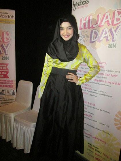 Model Baju Muslim Warna Hitam dan Corak Kuning