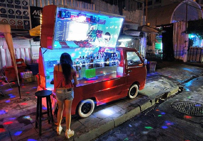 Мини бар на колесах в Таиланде