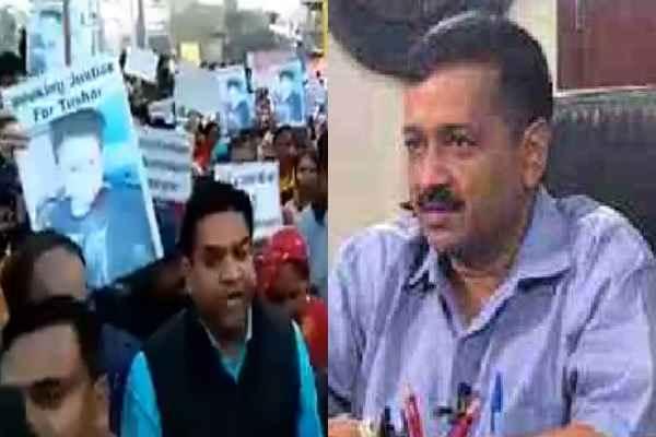 arvind-kejriwal-reached-tushar-house-after-kapil-mishra-protest