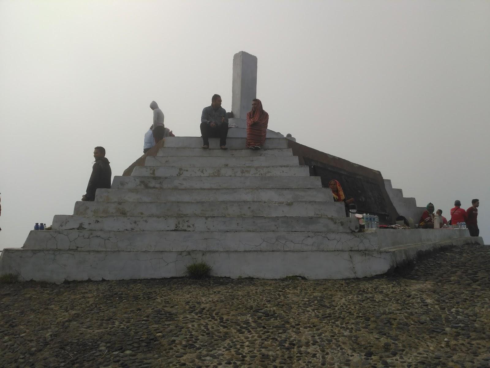 puncak Gunung kelimutu