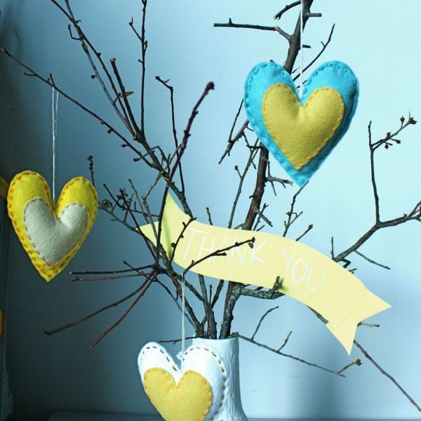 coração de feltro para lembrancinha de chá de panela