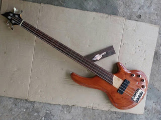 Bass Guitar Custom, Bass Freetless,Pengrajin Gitar Bass, Pesan Gitar Bass, Bass 4 String, Bass 5 String