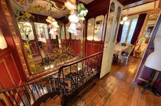 L'escalier du Pharamond, rue de la grande truanderie
