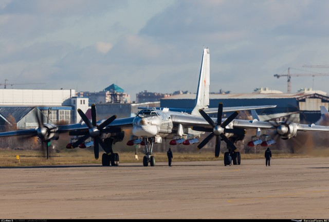 Bomber Tu-95MS Kini Dilengkapi Rudal Jelajah Dibawah Sayap