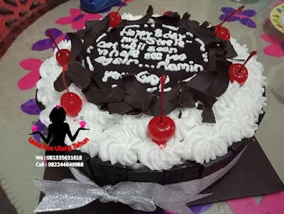 Cake Tart Hias Coklat Serut dan buah Cherry