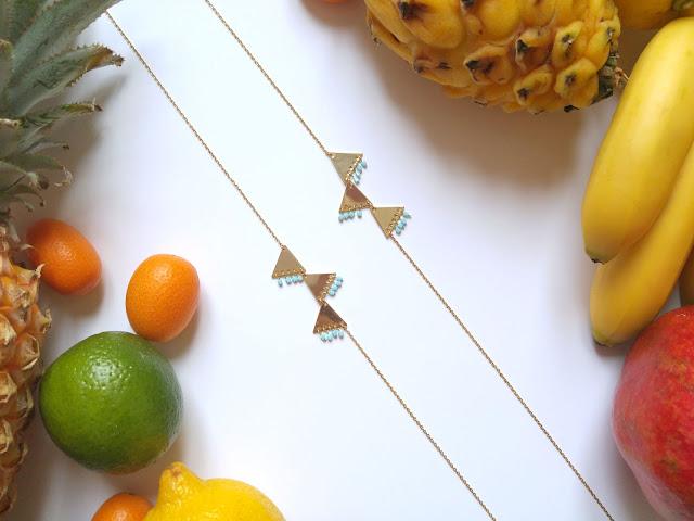sautoir triangle doré et perles fines bleu pâle