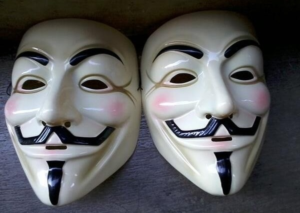 Strategi Pemasaran Harga Topeng Anonymous Secara Online