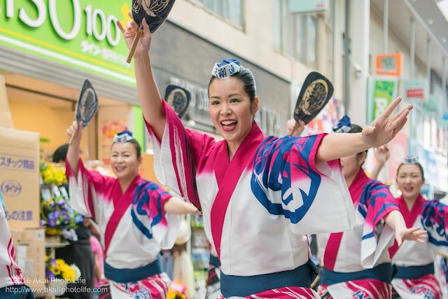 高円寺パル商店街、天翔連の流し踊りの写真 1