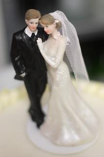 Klassisch-eleganter Cake Topper für die Hochzeitstorte Hochzeit in Grün und Weiß im Riessersee Hotel Garmisch-Partenkirchen Bayern, Regenhochzeit im Sommer, Wedding Bavaria - wedding green white