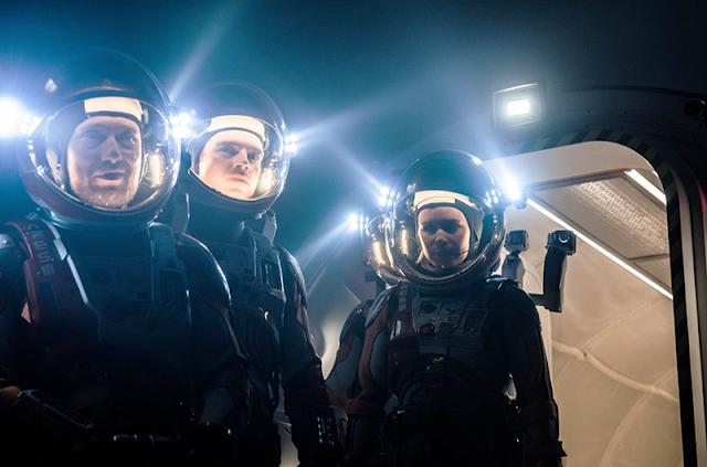 O parte a echipajului din film, ajuns pe Marte.