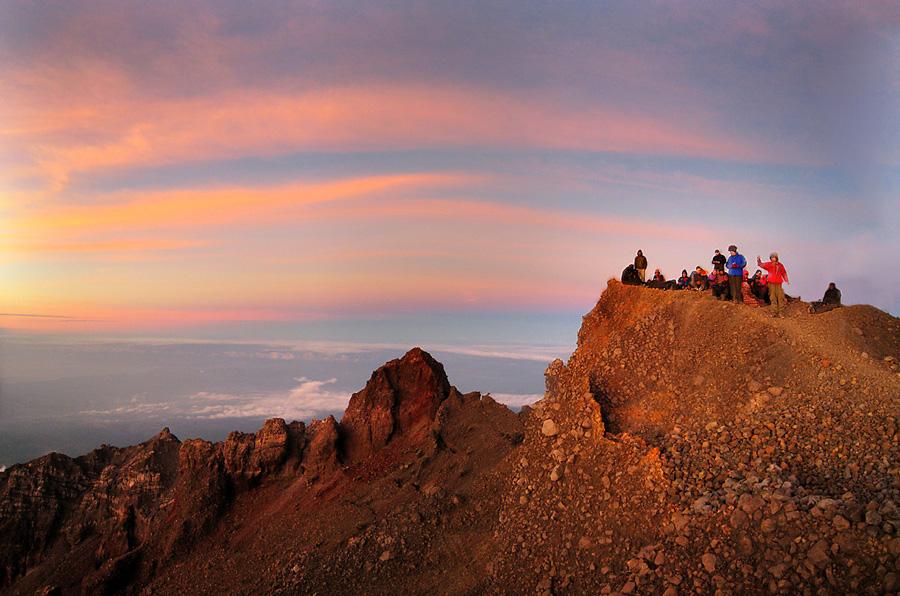 Puncak Gunung Rinjani ketinggian 3726 meter