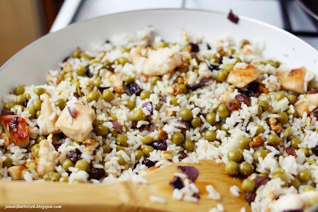 ryż z bakaliami i kurczakiem