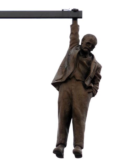 Zavěšený muž (Man Hanging Out) by David Černý, Husova, Staré Město, Prague