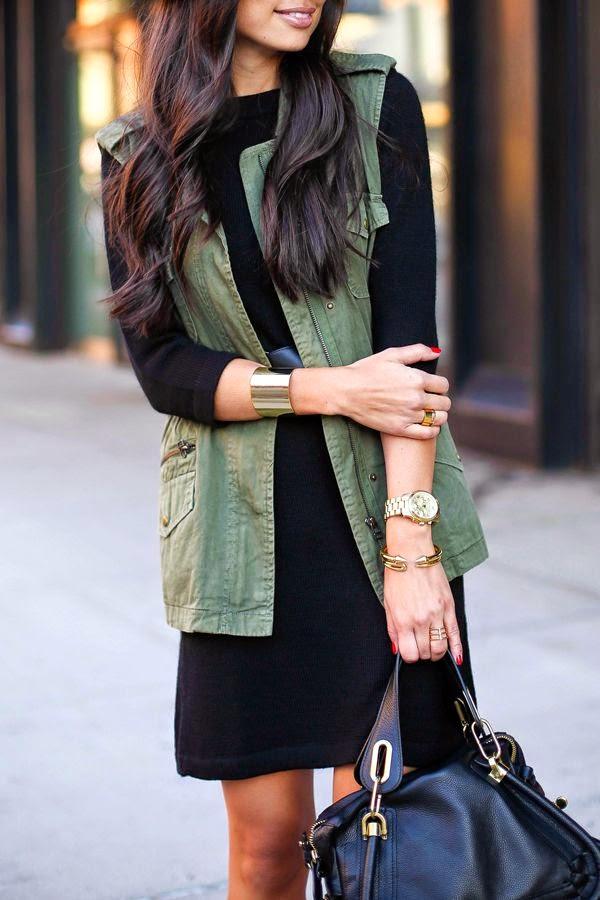 Vestido preto e colete verde seco