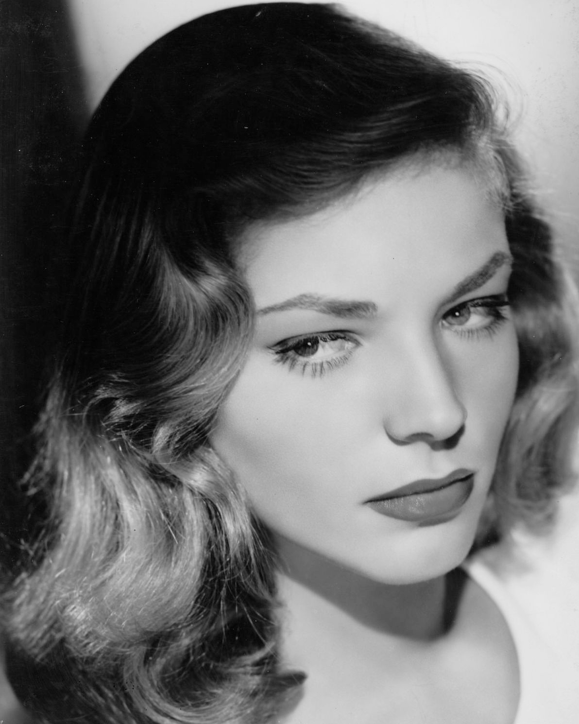 It's The Pictures That Got Small ...: THE TUESDAY GLAMOUR 15! Lauren Bacall Grave