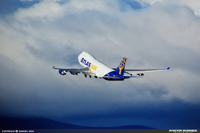 Atlas Air B747 despegando de Quito
