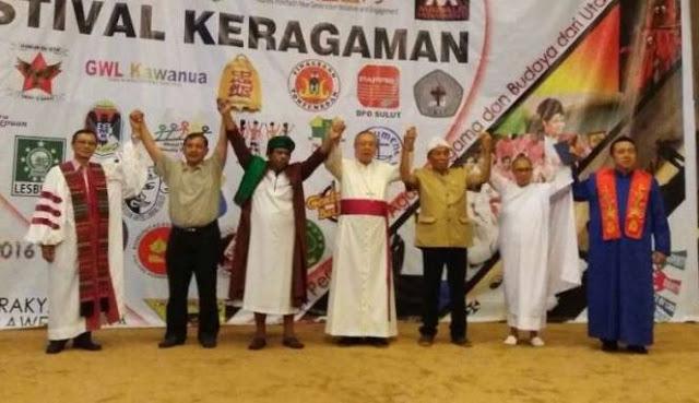 Astaghfirullaah.. Di Gedung DPRD Ini Shalawat Digabung Lagu Natal Lalu Dinyanyikan Bersama. Netizen : Toleransi Kebablasan!