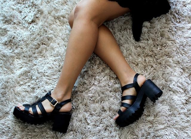 Sandália de Salto Tratorada