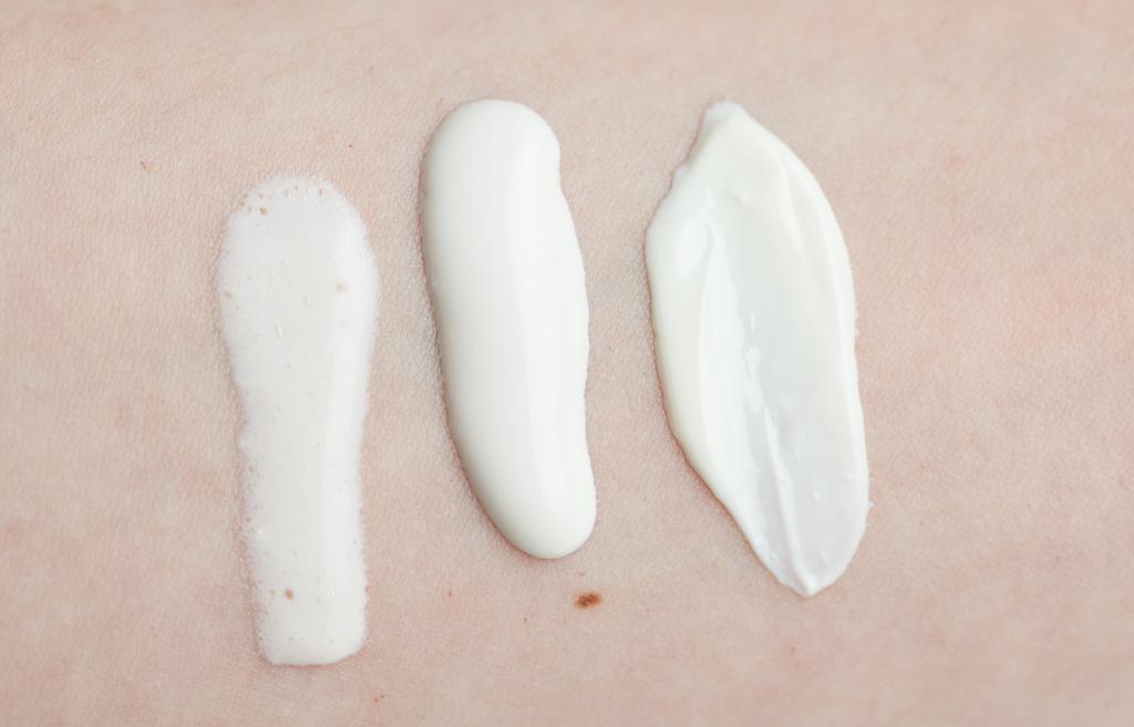 Sonnenschutzcremes chemisch Vergleich Textur Paulas Choice Balea