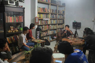 "Literacy Coffee: ""Antara Kopi dan Buku"""
