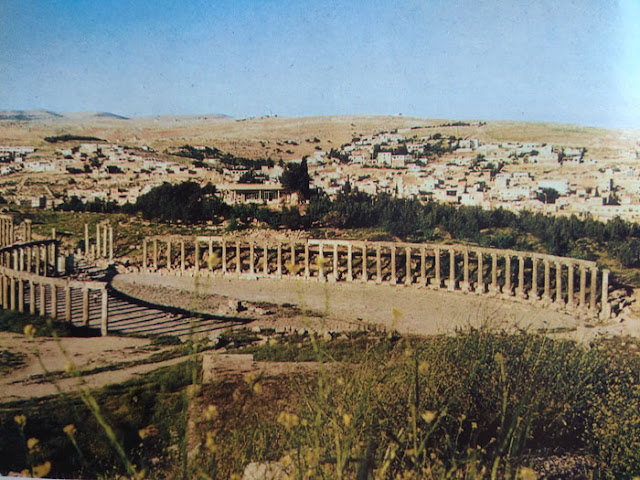 Foto Reruntuhan forum kuno di Yordania