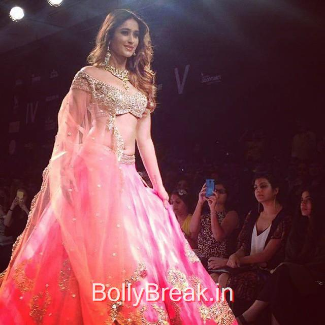 she looks stunning.. ileana dcruz walks the ramp for arpita mehta  lfw , ileana , bolds ky , lfw ,day4 