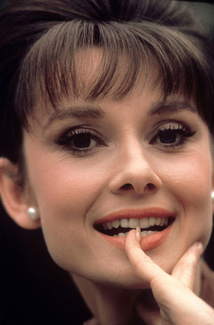 Luxuria Blog: Posh in Pearls -Audrey Hepburn