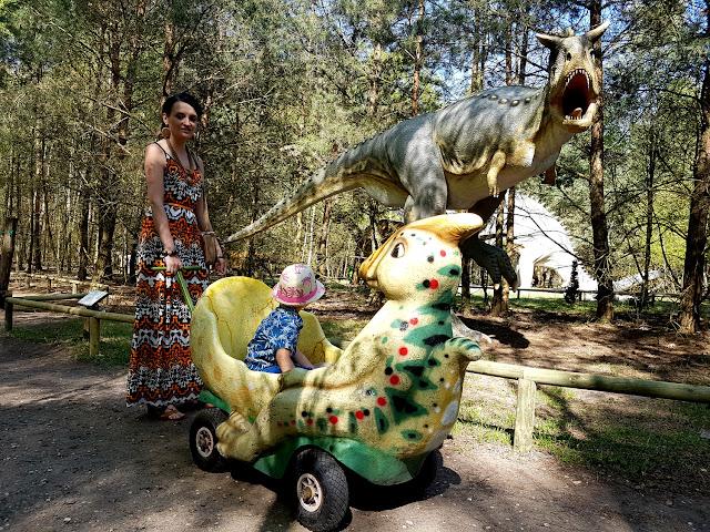 Park Dinozaurów - Nowiny Wielkie - Muzeum Skamieniałości - majówka z dzieckiem - weekend majowy - majówka 2018 - park rozrywki - dinozaury - plac zabaw - atrakcje dla dzieci w woj. lubuskim