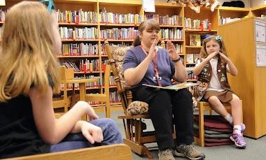 Lengua de signos en la biblioteca escolar