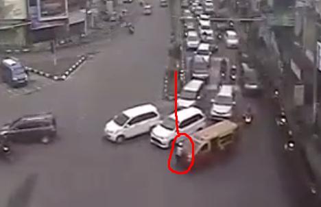 Video: Polwan br Simanungkalit Ditabrak Mitra 63 Saat Atur Lalin dan Terpaksa Opname