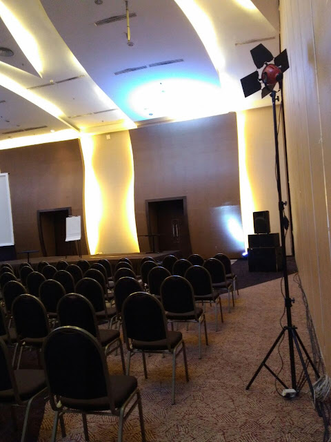 HP. 0856-4020-3369 / Sewa Lighting Untuk Event Seminar Properti di Hotel Gumaya
