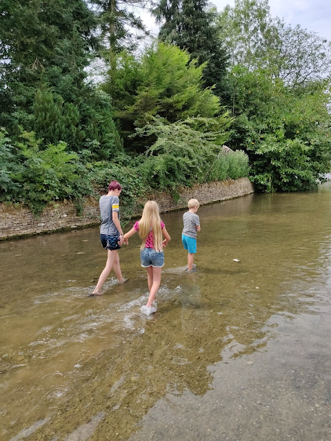 river walk in the Cotswolds, Bourton on the Water