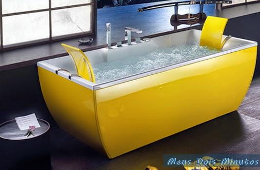 banheira amarela