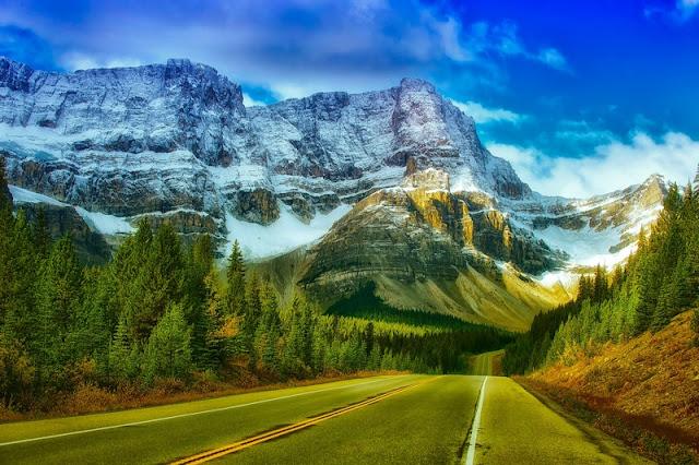 Dashing mountain at Banff National Park