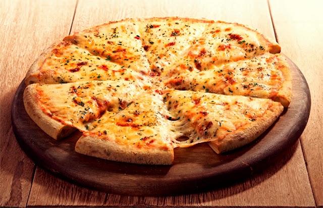 Domino's lança campanha nacional da pizza muçarela