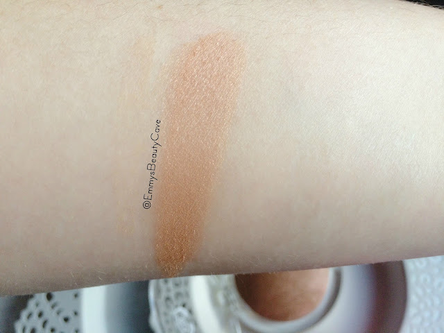 The Body Shop Baked Bronzer Swatch