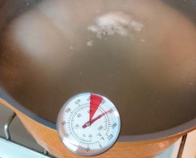 пропариваем колбасу в синюге при 80 градусах